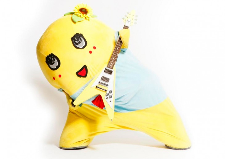 Cute Asian Pear Funassyi shows off intense moves in newest video