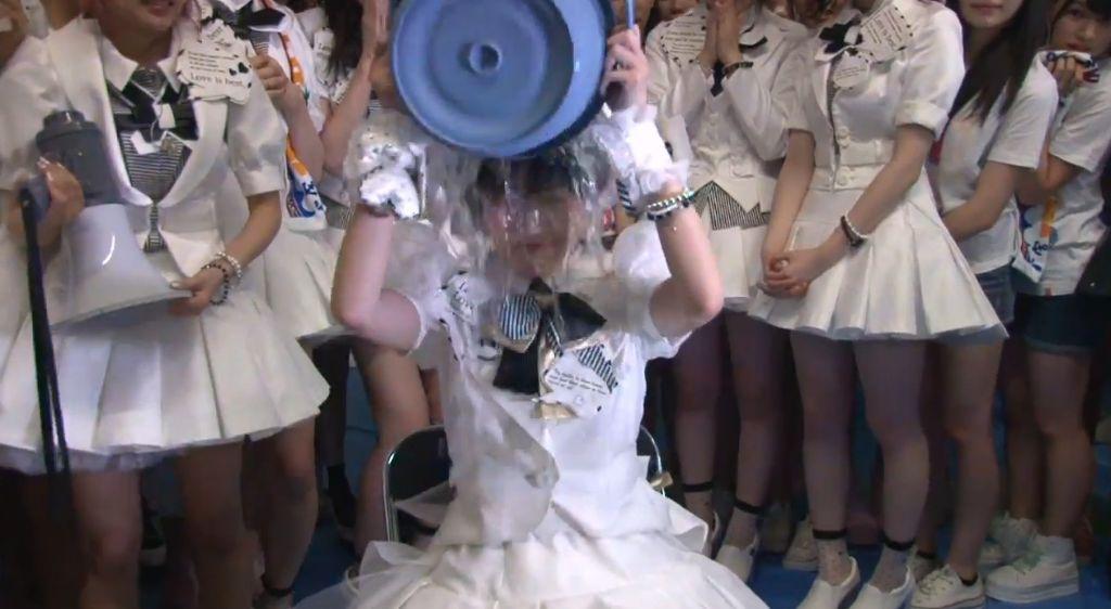 AKB48 Mayu Watanabe and producer Akimoto accept ALS Ice Bucket Challenge