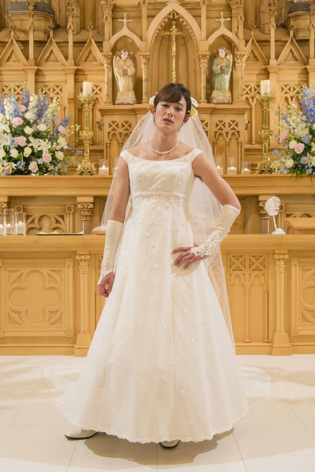 Masaki Okada wears a wedding dress for new movie, Mindset