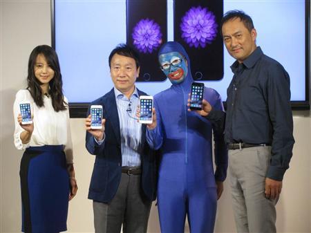 Ken Watanabe & Maki Horikita participate in iPhone 6 launch