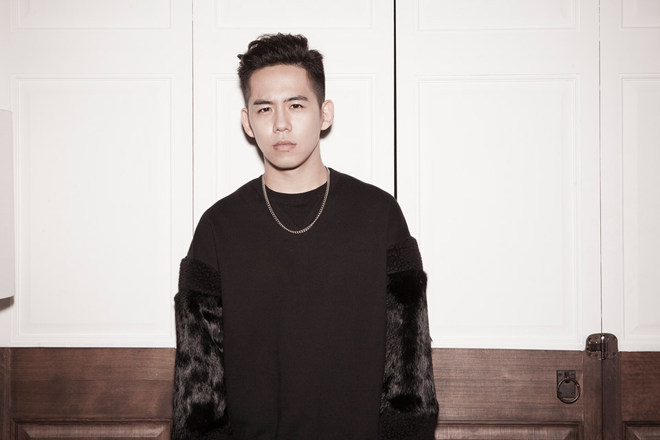 "Shota Shimizu releases the pv for this new single ""SNOW SMILE"""