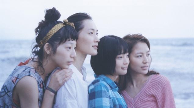 """Ayase Haruka, Nagasawa Masami, Kaho, Hirose Suzu in a 4-sisters shot for """"Umimachi Diary"""""""