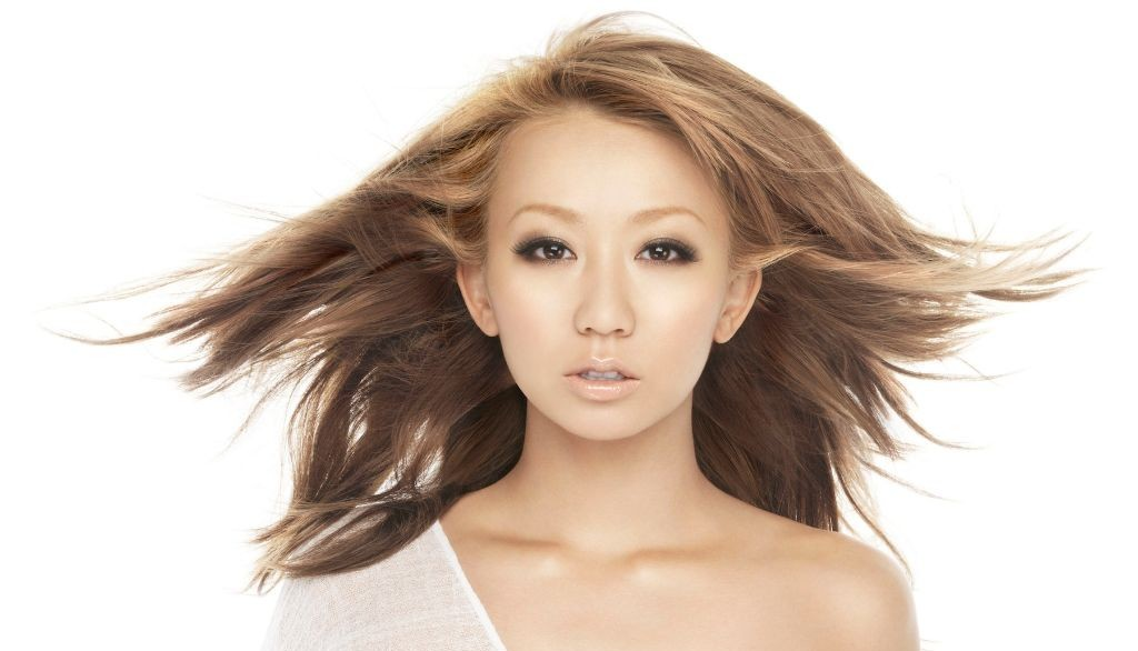 Koda Kumi releases stylish 15th anniversary goods