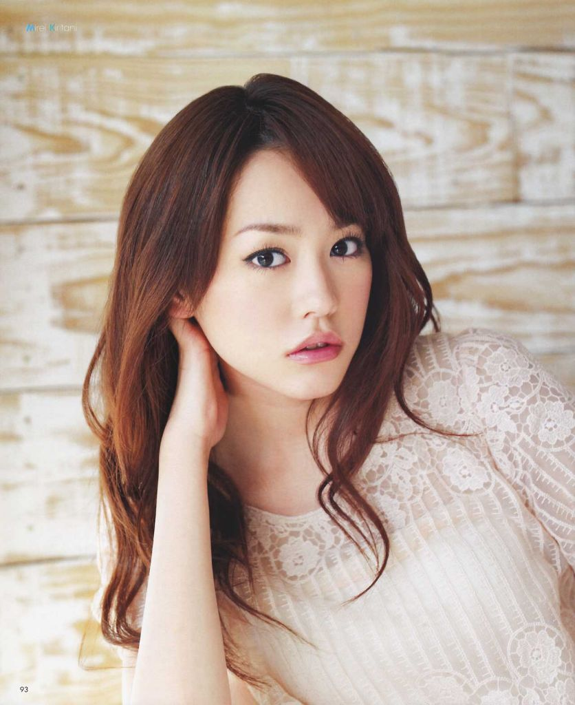 Mirei Kiritani gets bombarded with questions on marriage while donning jewelry worth of 150 million yen
