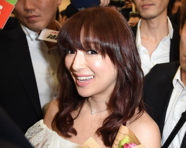 Ayumi Hamasaki wows crowd of 400 at Taipei Songshan Airport