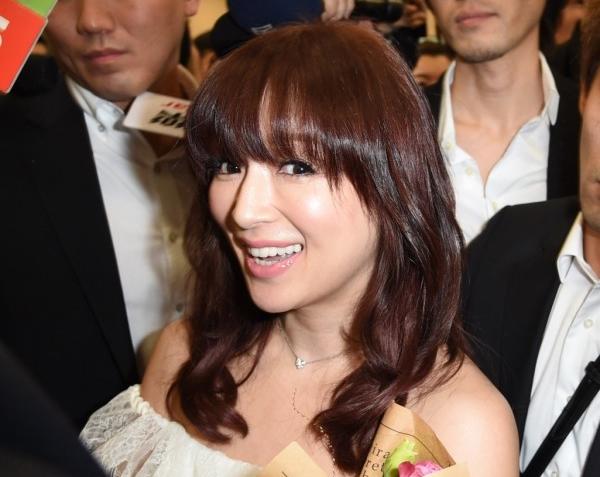 Ayumi Hamasaki wows crowd of 400 at Taipei Songshan Airport