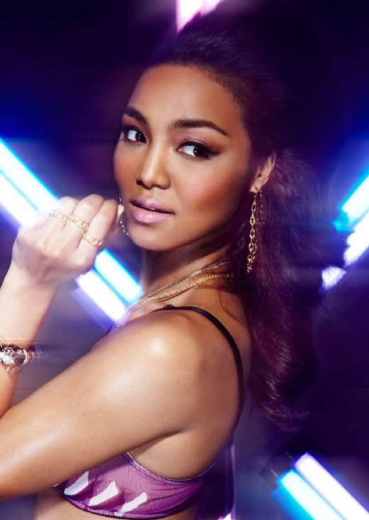 "Crystal Kay Releases Short Lyric Video for Her New Song ""THE LIGHT"""