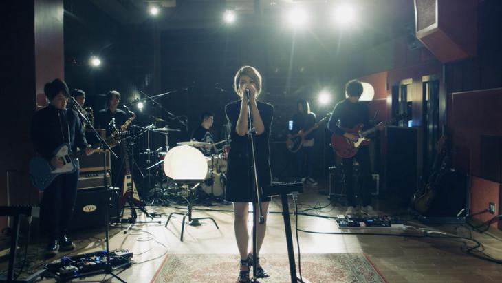 "la la larks publish Special Studio Live for new song ""Hallelujah"""