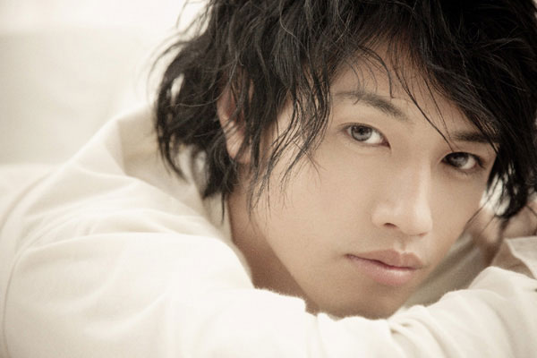 Saito Takumi Tops Goo's Most Kissable Male Celebrity Ranking