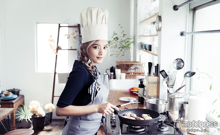 "Rola to Release Her First Recipe Book ""Rola's Kitchen"""