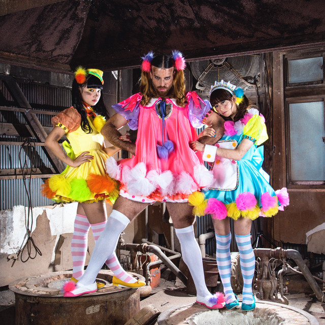 "LADYBABY Runs Around New York and Los Angeles in PV for ""Age Age Money ~Ochingin Daisakusen~"""
