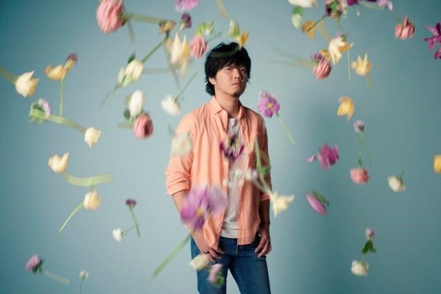 """Hata Motohiro Walks with Human Flowers in """"Sumire"""" Short PV"""
