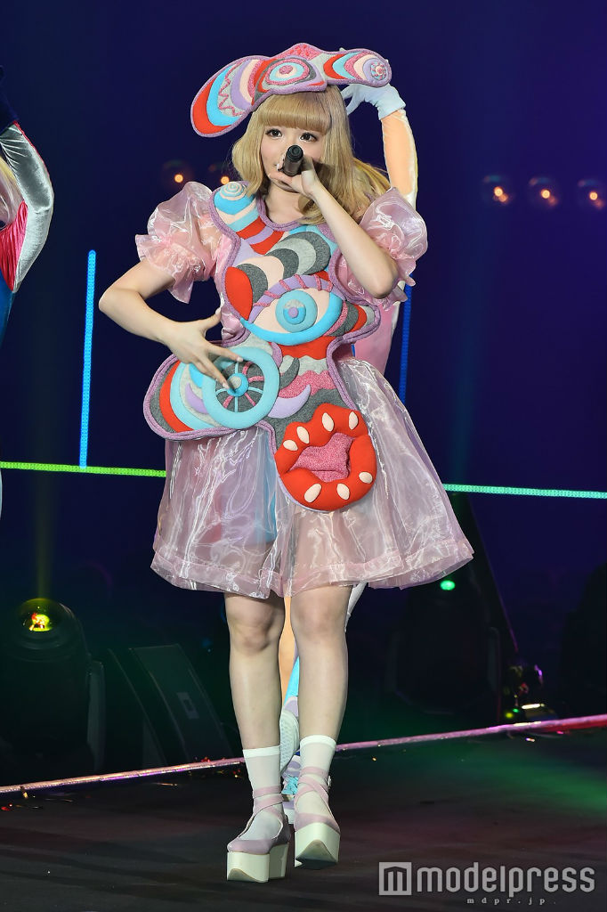 Kyary performs at TGC 2016 S:S 03