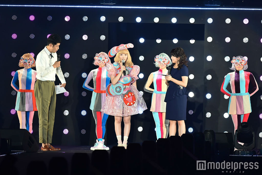 Kyary performs at TGC 2016 S:S 05