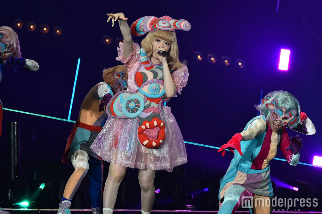 Kyary performs at TGC 2016 S:S 06