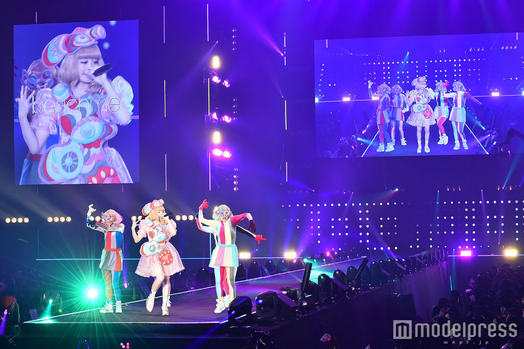 Kyary performs at TGC 2016 S:S 07