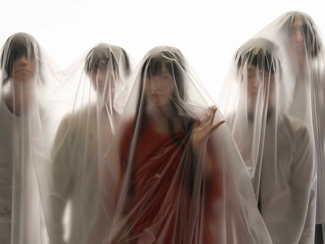 """Passepied Puts on a Light Show in """"Yoake Mae"""" PV"""
