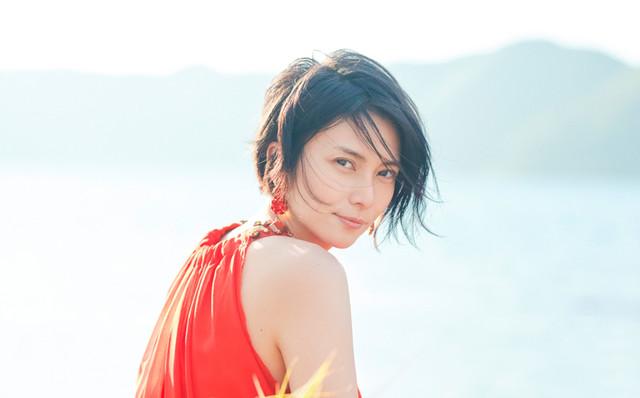 """Kou Shibasaki to Cover Hoshino Gen, ZARD, Remioromen, and More on New Cover Album """"Zoku Kou Utau"""""""