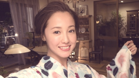 Erika Sawajiri shows her summer look in a yukata with her new CM