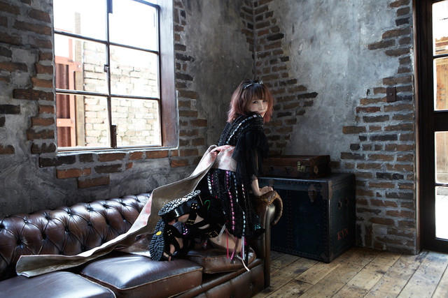 "Seiko Oomori drops ""Hikokuminteki Hero"" music video!"