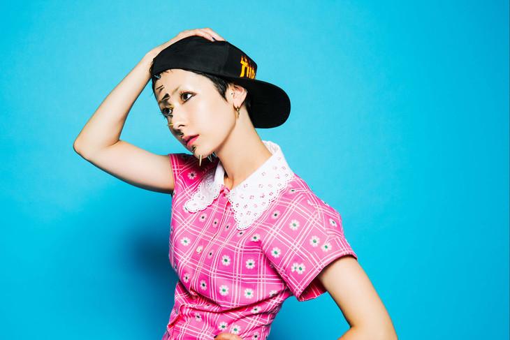 "Kaela Kimura reveals visuals for new album PUNKY, exposes body in new video ""BOX"""