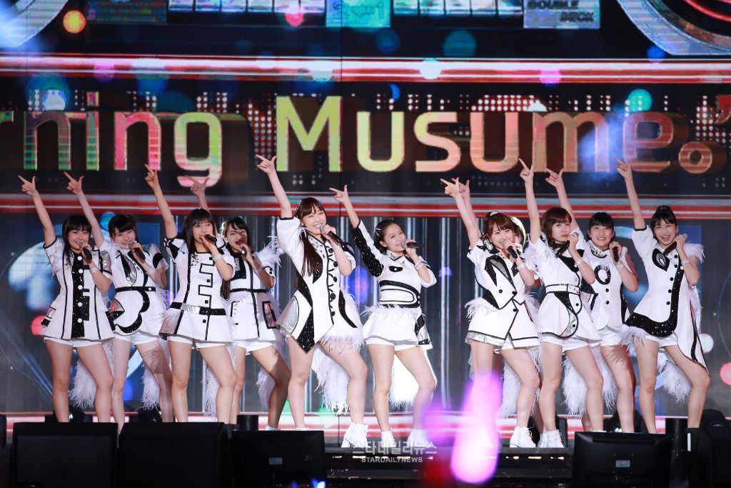 Morning Musume. '16 perform at AMN Big Concert 2016 in Korea; stan U-KISS and SNSD