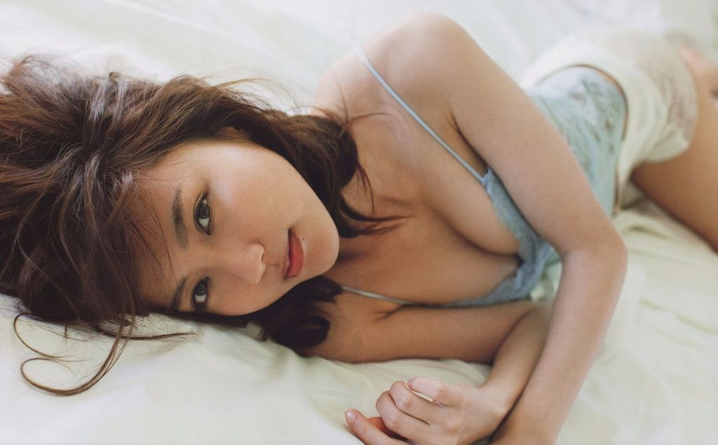 Erina Mano reveals sexy covers for new photobook KAGEROH