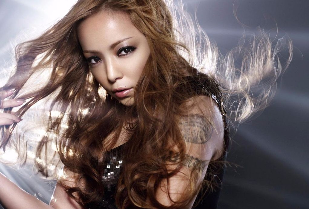 Which Japanese female entertainers have tattoos?