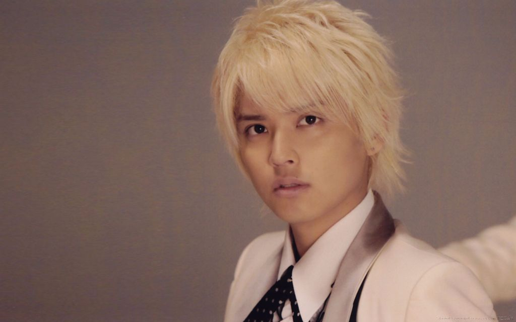Yuya Tegoshi's LINE information/conversations have been leaked