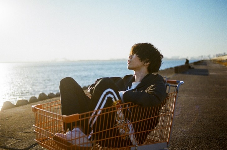 "Kenshi Yonezu embraces his inner child in PV for ""Peace Sign"""