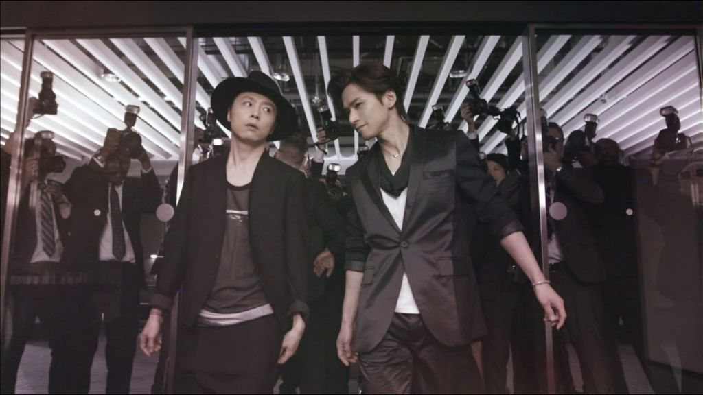 "Kinki Kids are fab and dazzling in Bijoude CM featuring new single ""The Red Light"""