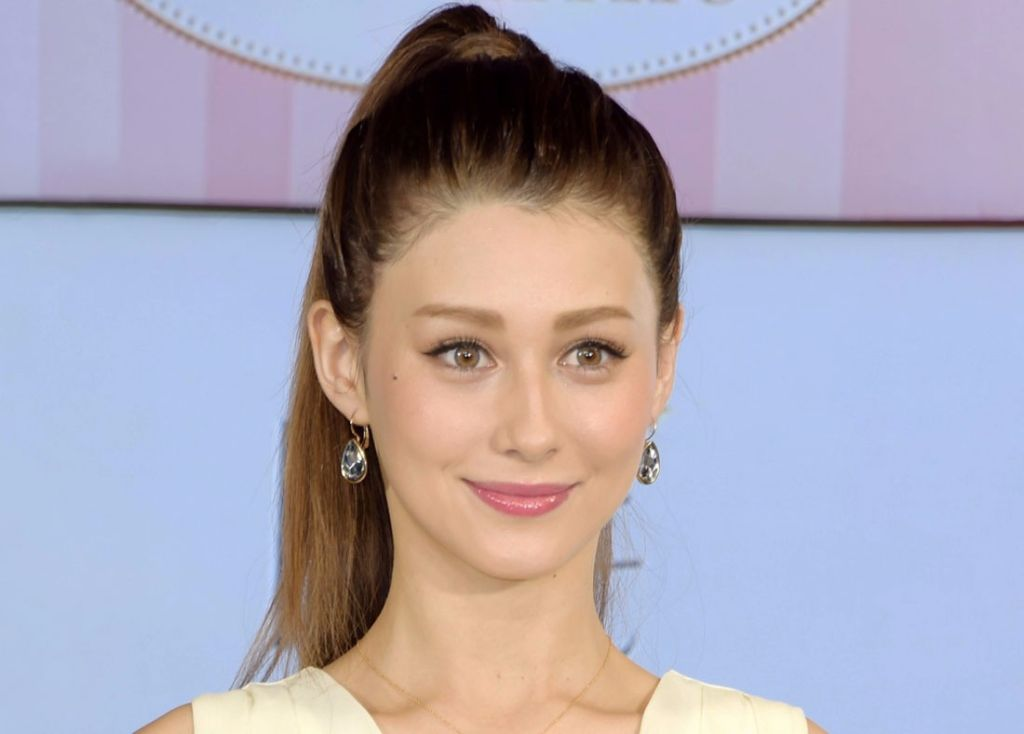 "Akemi Darenogare Shuts Down 'Patron' Rumors: ""I pay my rent by myself"""