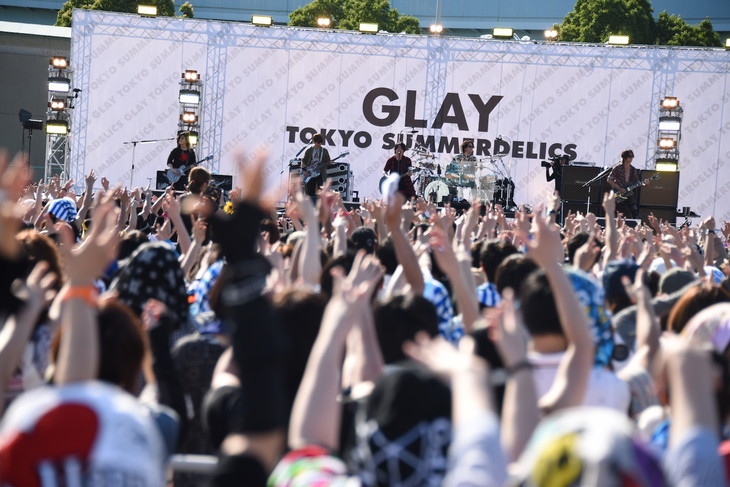 GLAY Holds Free Outdoor Concert, Attracts 10,000 fans
