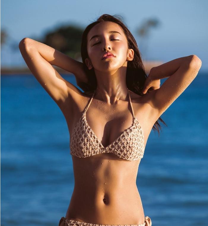 Tomomi Itano releases SEXY new photobook