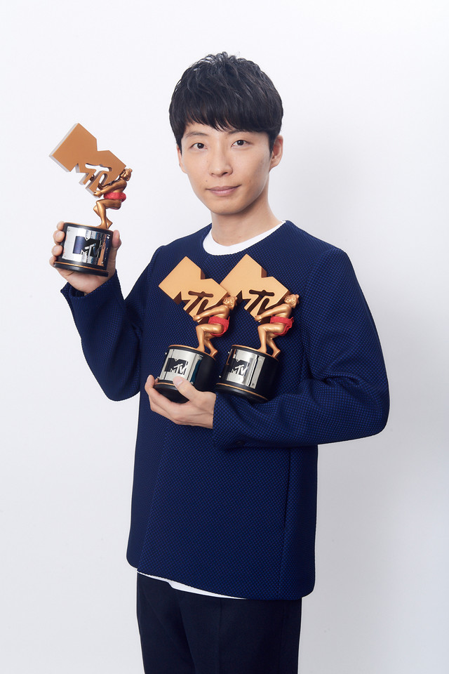 Hoshino Gen Wins Best Video of the Year at the MTV VMAJ 2017