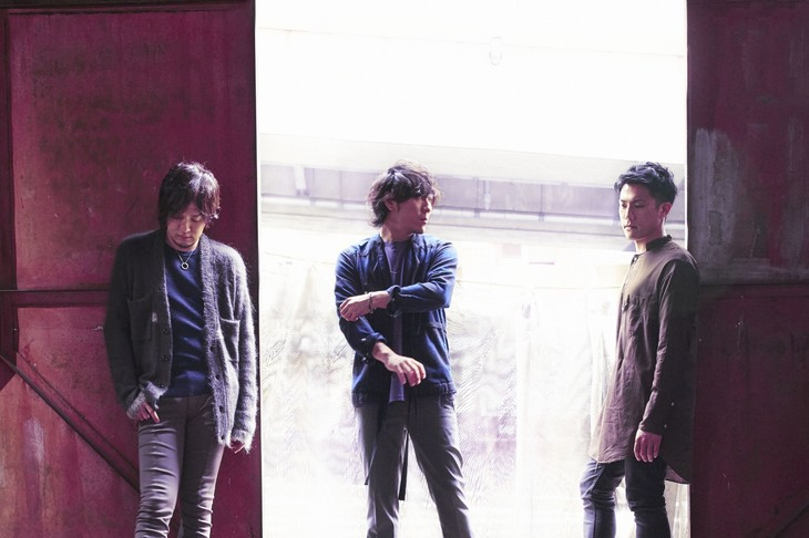 """back number express an array of emotions in their Music Video for """"Mabataki"""""""