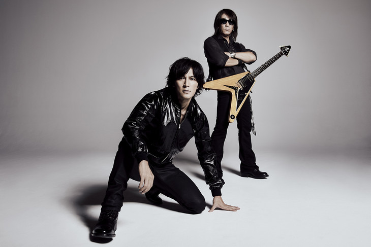 "B'z perform in the Prehistoric in their PV for ""Dinosaur"""