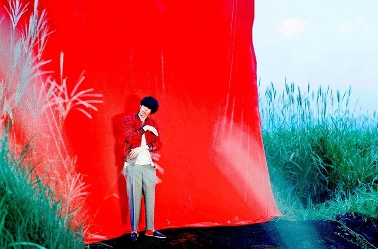 "Kenshi Yonezu and Masaki Suda team up in Music Video for ""Haiiro to Ao"""
