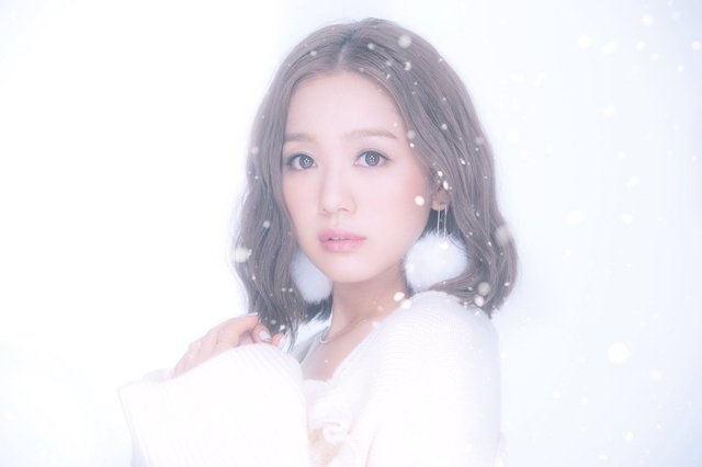 "Nishino Kana Gets Wintry in ""Te wo Tsunagu Riyuu"" PV"