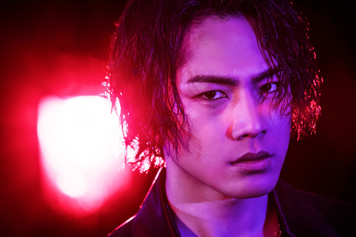 "Hiroomi Tosaka collaborates with JSB member ELLY for the eyebrow-raising ""LUXE"" MV"
