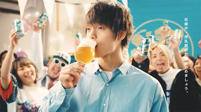 Watch Masataka Kubota swig some beer in new CM/MV for Sapporo