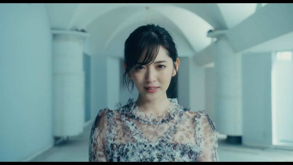 "Airi Suzuki returns with THREE MVs for ""DISTANCE"", ""start again"", and ""#DMAF""!"