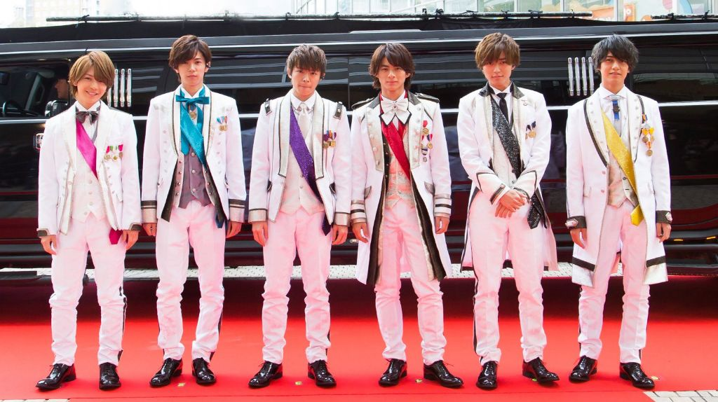 """King & Prince officially debuts with """"Cinderella Girl"""""""