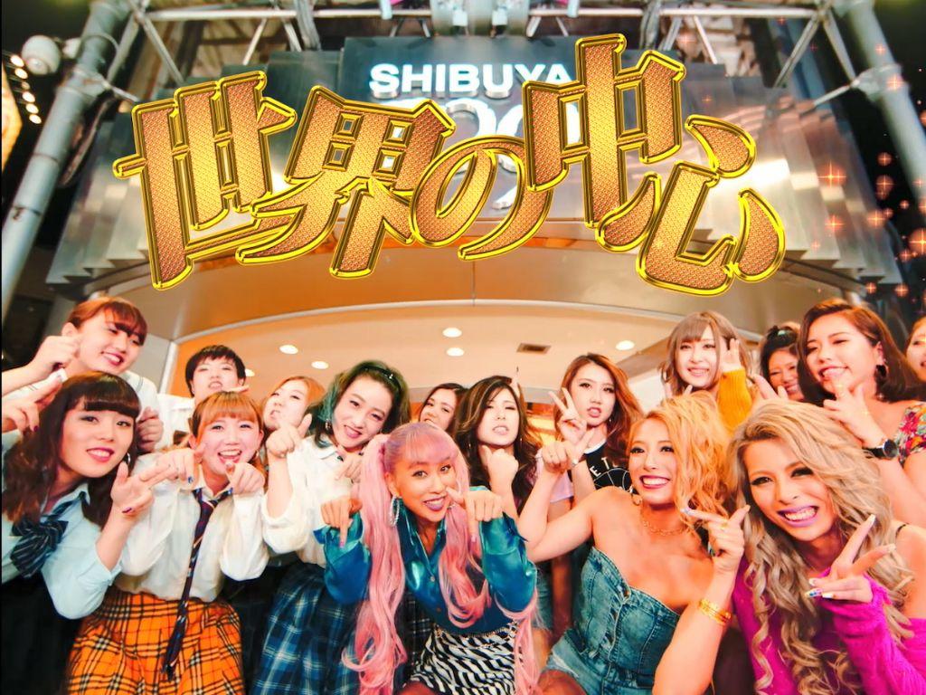 "Thelma Aoyama Celebrates Gyaru Culture with ""Sekai no Chuushin ~We Are The World~"""