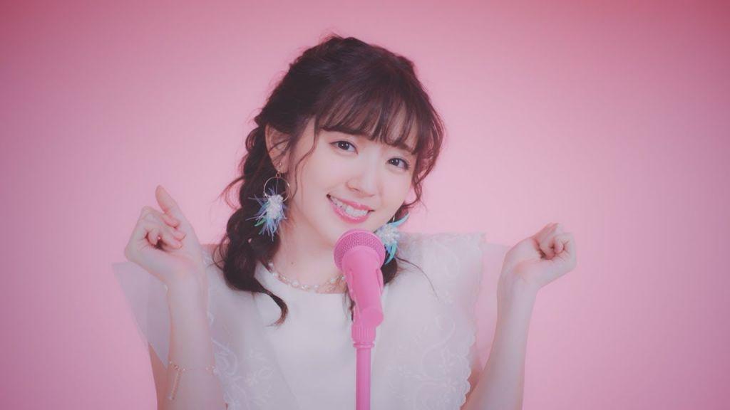 "Airi Suzuki releases debut studio album ""Do me a favor"" worldwide, shares new MV for ""To the light"""