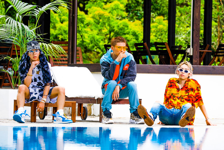 "SALU, JP THE WAVY, and EXILE SHOKICHI Have a Pool Party in ""Good Vibes Only"" PV"