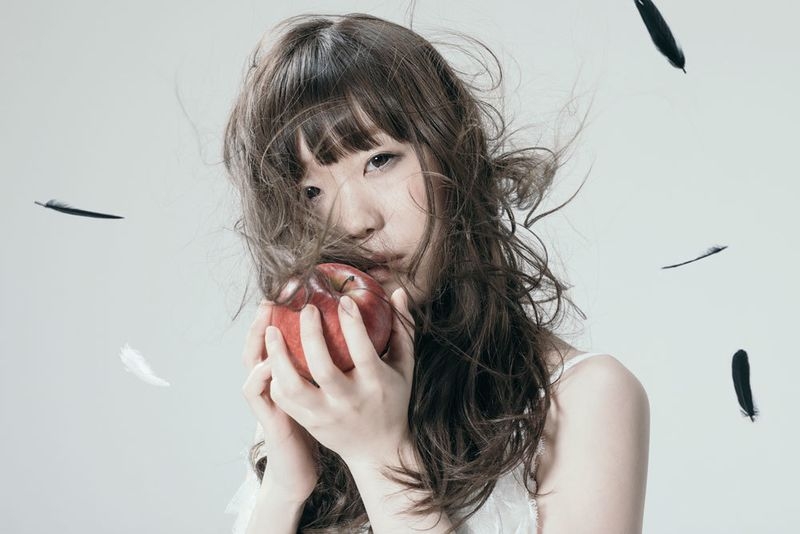 "Aimer's ""Black Bird/Tiny Dancers/Omoide wa Kireide"" released digitally worldwide!"