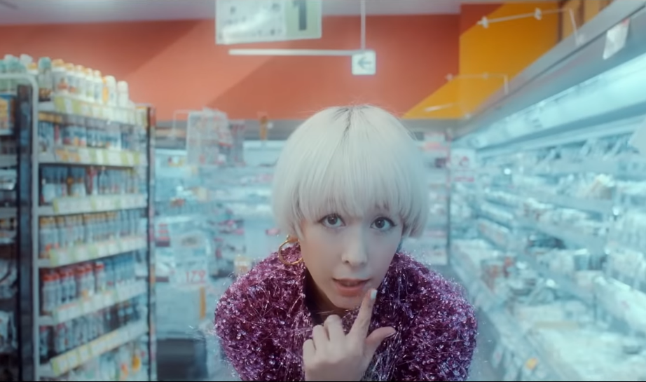 "Kaela Kimura returns with ""COLOR"" MV"