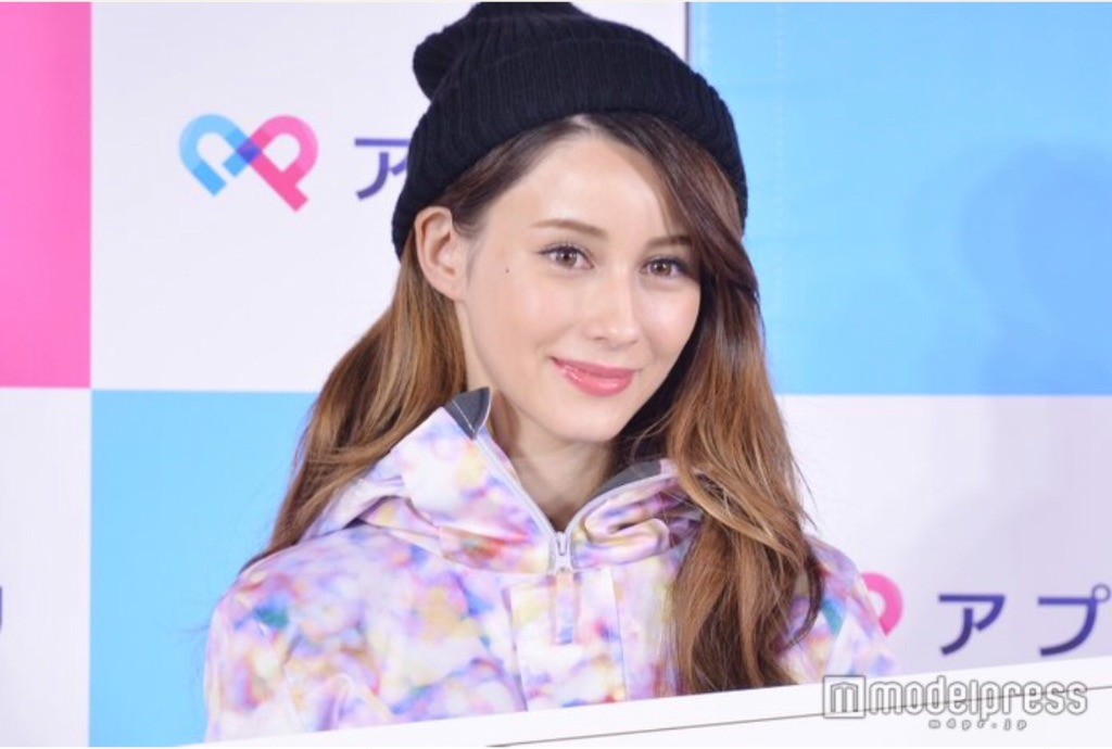 Akemi Darenogare wants a MAN who is 180cm+ & speaks foreign languages