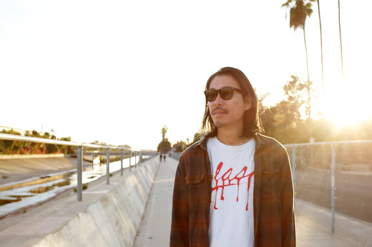"Curly Giraffe roves the streets of Los Angeles in his PV for ""youth"""
